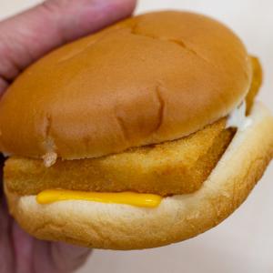 マックのフィレオフィッシュが25年ぶりにリニューアル!? Newバージョンのフィレオフィッシュを食べてみた