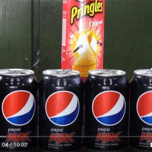 プレスして潰したペプシの缶ってプリングルズの缶にどれだけ詰め込めるのかな