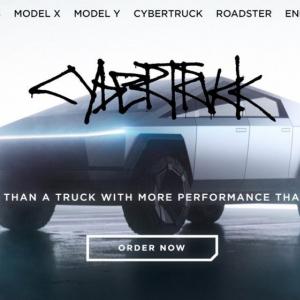 テスラが戦車のような耐久性とスポーツカー並みのスピードを備えた「サイバートラック」を公開 銀行強盗にはもってこいの一台!?