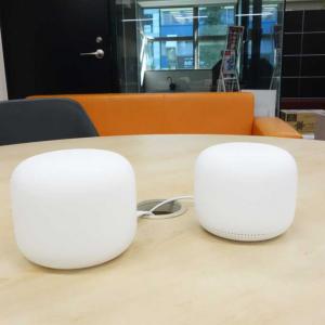 インテリアになじむデザインでパフォーマンスを引き出す Googleのメッシュ対応Wi-Fiルーター「Nest Wifi」とスマートスピーカーになる拡張ポイントが販売開始
