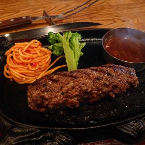 5皿目は62円で10皿目は1円……高級和牛ハンバーグがお代わりするたび半額に!? 大阪で話題の「どんどん半バーグ」