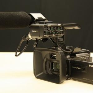 これ1台で撮影、鑑賞、編集をすべてサポート 100型投影可能プロジェクター搭載NXCAMカムコーダー ソニー『HXR-NX30J』
