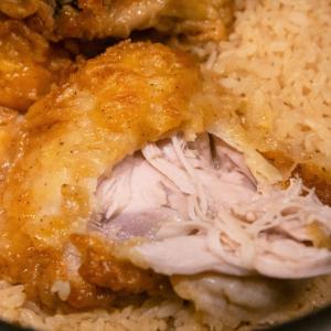 KFCオリジナルチキンの炊き込みご飯が全ての鶏好きを笑顔にするウマさ 「これぞチキンライス」「3合はいける」