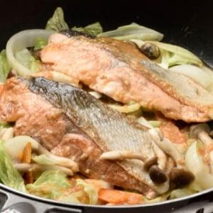 [鮭のちゃんちゃん焼きレシピ]簡単で野菜もたっぷり摂れる!