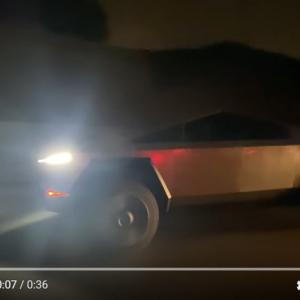 カリフォルニアの公道で次々に目撃されるサイバートラック 「このルックスに慣れる日は来るのだろうか」