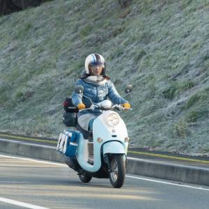 ちゃんとスクーター乗ってるよ!実写ドラマ「ゆるキャン△」でYAMAHA限定制作「志摩リンのビーノ」使用