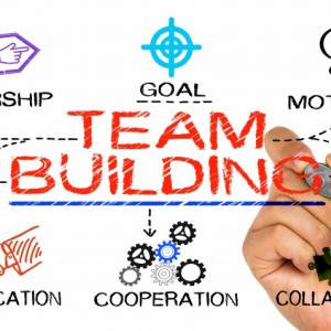 ジャニーズグループで学ぶ!フラット型組織時代における「チームビルディング」の作り方