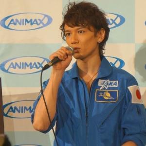 イケメン声優KENN『宇宙兄弟』さながらのつなぎ衣装で登場! 「素の声で演じています」