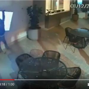 『ホームアローン』かよ! ブラジルの監視カメラが激撮した間抜けすぎる泥棒たち
