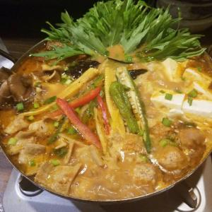 〆のチーズリゾットが美味すぎる!ホルモンバーグでおなじみ広島「よりみち通り ぬけさく」のスパイシーカレー鍋