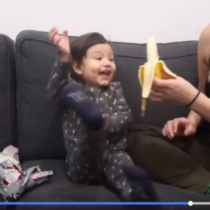 1本のバナナでこんなに喜んでくれるなんて…… 娘の純粋すぎるリアクションに思わずホロリ