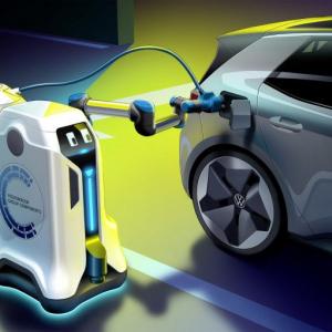 フォルクスワーゲンが自律移動式の「モバイル充電ロボット」を発表