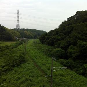 【原発20キロ圏内のリアル】雑草にのみこまれる線路―JR竜田駅(楢葉町)