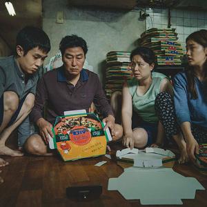 圧倒的な脚本力と映像力――韓国映画初のゴールデングローブ受賞作『パラサイト 半地下の家族』のすごさ:映画レビュー