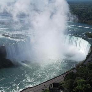 死ぬまでに行ってみたい、世界の名瀑12選