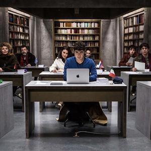 流出防止のため翻訳家を地下室に隔離……前代未聞の実話が元になった『9人の翻訳家 囚われたベストセラー』:映画レビュー
