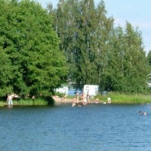 暑い日は湖遊泳! フィンランド式・夏の日の過ごし方