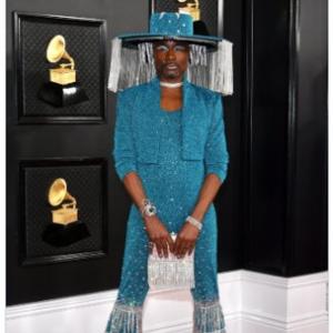 グラミー賞のレッドカーペットにカーテン付きの帽子で登場したビリー・ポーターが話題 「いないいないばあっ!」