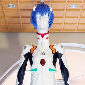 名古屋の巨大マネキン・ナナちゃん人形が綾波レイ化!「あおなみ線」は「あやなみ線」に