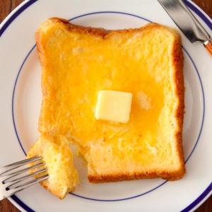レンジで「フレンチトースト」を作る方法とは?  「レンジフレンチトーストまでマスターできれば無敵」「しみしゅわ最高」
