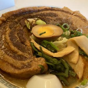 「茶色いお肉の山手線」「麺見えない」 桂花ラーメン限定「太肉一本盛」がヤバイ