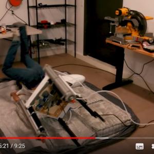 「ロボットのアイデア頂戴!」というツイートに対する返信を具現化してみた 椅子としての機能ゼロな「座ると蹴とばされる椅子」など