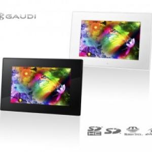 壁かけもできる『GAUDI』の7型ワイド液晶搭載デジタルフォトフレーム