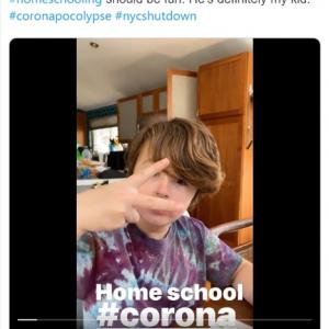"""ホームスクーリングが始まったアメリカの家庭の様子  「これから通りに出て""""学校の先生に100万ドルの年俸を!""""とデモするところ」"""