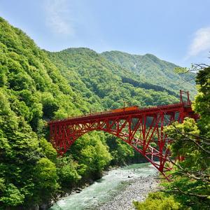 神秘的すぎる絶景の宝庫!水にまつわる富山の絶景5選