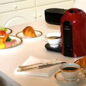 ボタン一つで本格ドリップコーヒーが完成する「UCC Pelica」新発売! 24色のカラバリも魅力