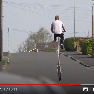 社会的距離を保つためのチャリ「The Highcycle」 乗るのが一苦労な自転車です