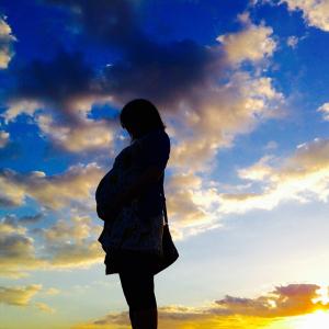出産時の入院前のPCR検査は自費負担!? 厚生労働省「新型コロナ感染が疑われる症状の患者は無料。それにあたらない場合は対象外というスキーム」