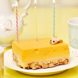 """Q-pot CAFE.で人気の""""穴あきチーズケーキ""""がお取り寄せスイーツに!キュートなマジパンネズミ付き"""