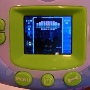 【クリスマスおもちゃ見本市2012】子どもにはもったいない? ブロック崩しも遊べる多機能デジカメ『KIDSデジタルカメラ』