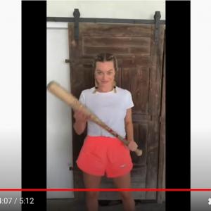 この動画の中に著名な女優さんが何人も映っています 誰が出演しているかわかりますか?