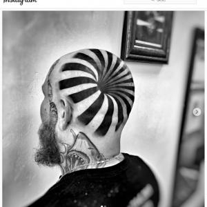 タトゥーで錯視 「文字通り、頭おかしいでしょ」「この人の頭が陥没してるわけではないんだよね」