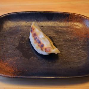 """餃子マニアは最終的に""""単品焼き""""にたどり着く! 全身全霊で焼いた1個の餃子を噛み締めて食べると震えるほどウマい"""