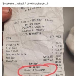 """営業再開したレストランの""""新型コロナウイルス割増料""""はアリ? ナシ? 「ボクの給料は割増されてないからなあ」"""