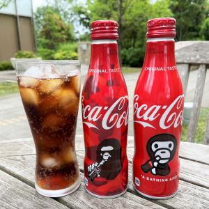 「コカ・コーラ」からA BATHING APE(R)のコラボデザインボトル登場 Amazonで数量限定販売
