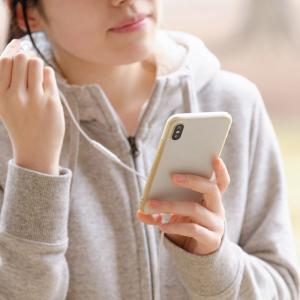 「イヤホンはノイズキャンセルにして小さめの音量で聴いて」 騒音性難聴について耳鼻科医が警鐘