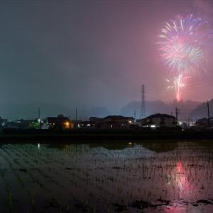 花火師たちが粋な演出!悪疫退散祈願を込めた花火が日本全国の夜空を彩った