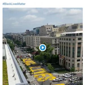 ワシントンD.C.の道路に巨大な「Black Lives Matter(ブラック・ライヴズ・マター)」の文字が出現