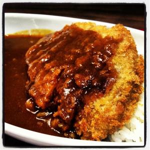 安倍新総裁が食べたカツカレー3500円とバッシングするマスメディア!! しかし自社内レストランのカレーは5775円