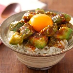 まごうことなき飯泥棒レシピ「アボたれ飯」が話題に「アボカド史上最高にご飯さらってく」