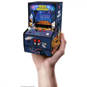 あの熱狂が、手のひらサイズで甦る!?  『スペースインベーダー』が筐体型ミニゲーム機で登場