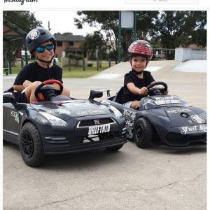 『ワイルド・スピード』出演も間違いなしだね 大人顔負けのドリフトを披露する6才と3才の兄弟