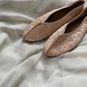周りの子とかぶらない靴で足元を彩りたい人へ。Neuna(ヌナ)のプチプラ「台湾シューズ」で差をつけちゃおう♡