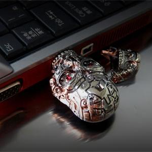 『ターミネーター』がPCにかみついた!『T-600 USBメモリ』