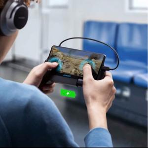 ゲームを遊びながら充電できるゲーミングモバイルバッテリー グリップと冷却ファン搭載の「Anker PowerCore Play 6700」が発売
