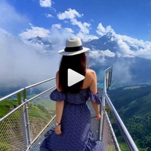 今にも『アルプスの少女ハイジ』が出てきそうなスイスの風景